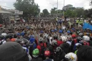 Demonstration vor dem internationalem Flugahfen in Jakarta Foto: (JP / Multa Fidrus) Fotoquelle: Jakarta Post