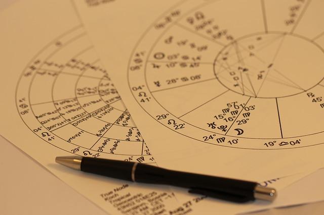horoscope-993144_640-1.jpg