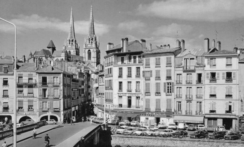 """Le """"Bazar Central"""" en bas du pont Marengo"""