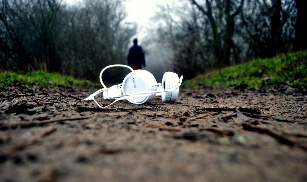headphones, mud, ground