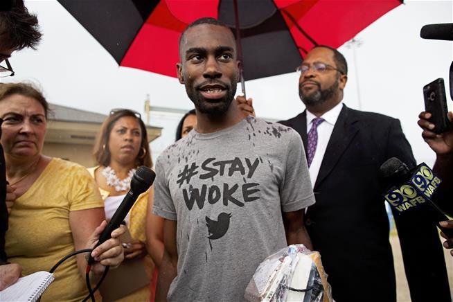Black Rights activist Deray Mckesson freed from jail