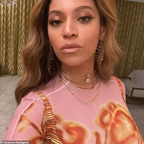 Beyonce looks effortlessly chic in Charlotte Knowles ensemble