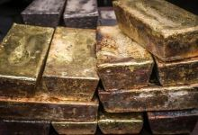 Gold hits 1-week peak as US-China row adds to safe-haven demand 2