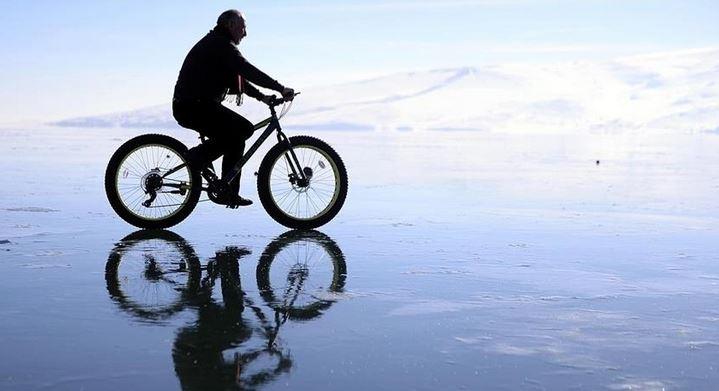 Turkey: Ice-cycling awaits nature lovers at Cildir Lake 1