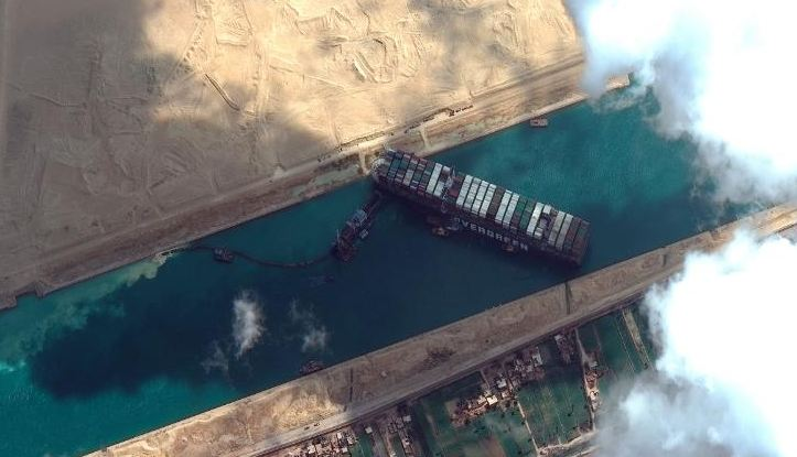 Efforts to dislodge stranded Suez Canal container ship intensify as backlog grows 1