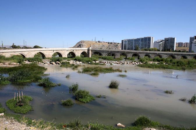 Turkey's longest river Kızılırmak hit by drought threat 1