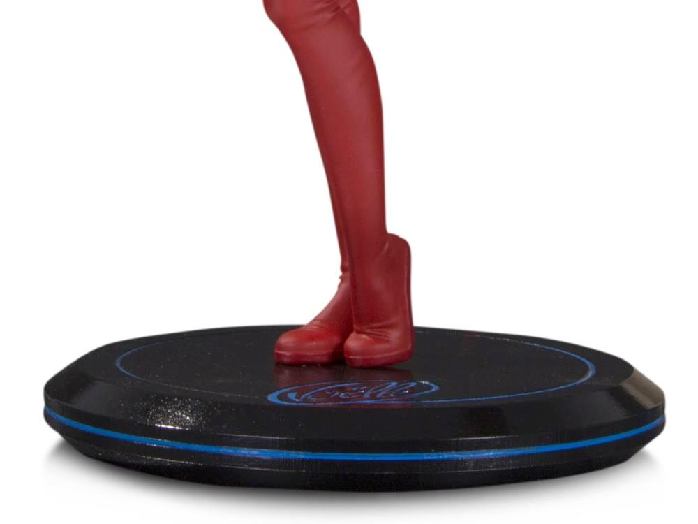 Supergirl-Cover-Girls-of-the-DC-Universe-Statue-by-Joelle-Jones-04
