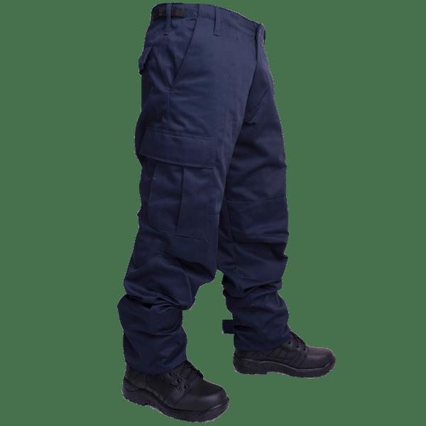 Pantalón azul tipo comando.
