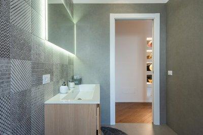 bagno con doccia spaziosa 2