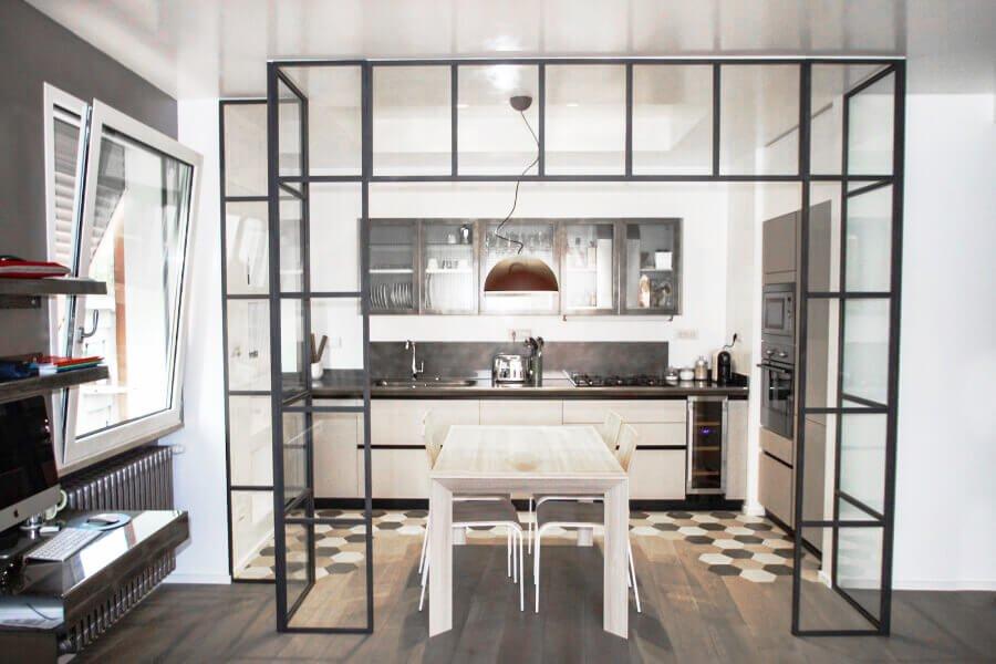 cucina a vista con portale