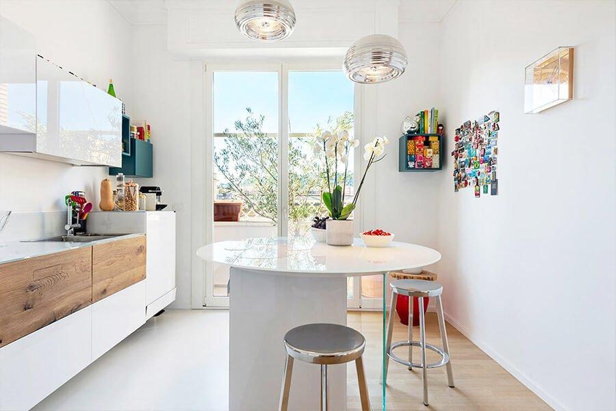 cucina con isola - bianca e luminosa (1)