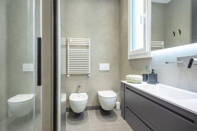lavandino e sanitari bagno in resina