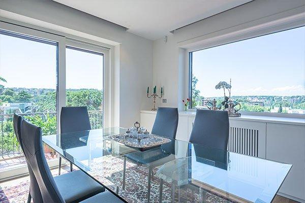 sala da pranzo con vista panoramica