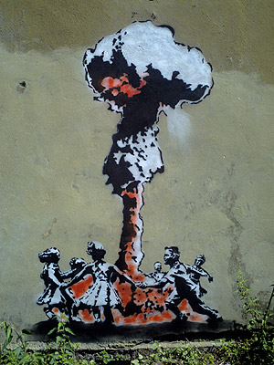 https://i2.wp.com/www.bbc.co.uk/london/content/images/2008/04/02/banksy_bang300_300x400.jpg