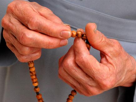 https://i2.wp.com/www.bbc.co.uk/religion/galleries/prayeraids/images/3.jpg