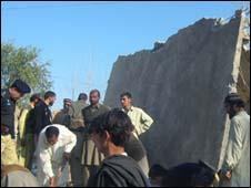 Escola destruida por homem bomba no Vale do Swat em 2008/Getty Images