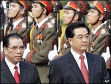 TBT Nông Đức Mạnh tiếp Chủ tịch Đảng Hồ Cẩm Đào của Trung Quốc thăm Việt Nam hồi 2006