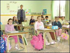 Crianças em escola de Lorcha (Foto: Divulgação)