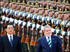 El presidente brasileño, Luiz Inácio Lula da Silva, y su par chino, Hu Jintao