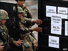 Tropas en el aeropuerto de Tegucigalpa