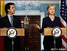 Jaime Bermúdez y Hillary Clinton