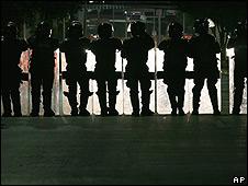 Policías vigilan protestas sindicales en México