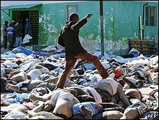 Cadáveres en Haití
