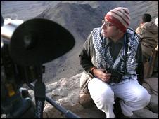 Fotógrafo esperando la salida del Sol en el Monte Sinaí