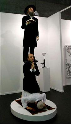 Escultura Stairway to Heaven, do artista espanhol Eugenio Merino