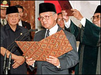Presiden BJ Habibie ketika dilantik sebagai presiden RI