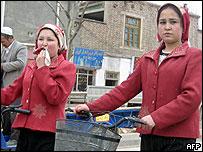 Meski pembangunan ekonomi terjadi, kehidupan sebagian warga Uighur digambarkan lebih susah.
