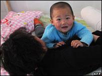 Virus mata 22 crianças e deixa outras 3 mil infectadas na China