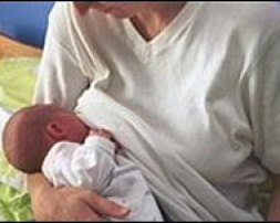 https://i2.wp.com/www.bbc.co.uk/worldservice/images/2008/07/20080718130436080718feeding203.jpg?resize=253%2C202