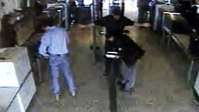 Nawaf al-Hazmi qua khu kiểm tra an ninh phi trường