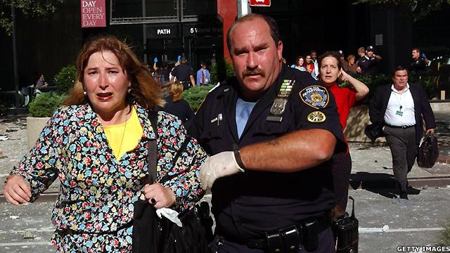 Cảnh sát sơ tán dân thường