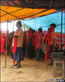 maoists performers at the camp