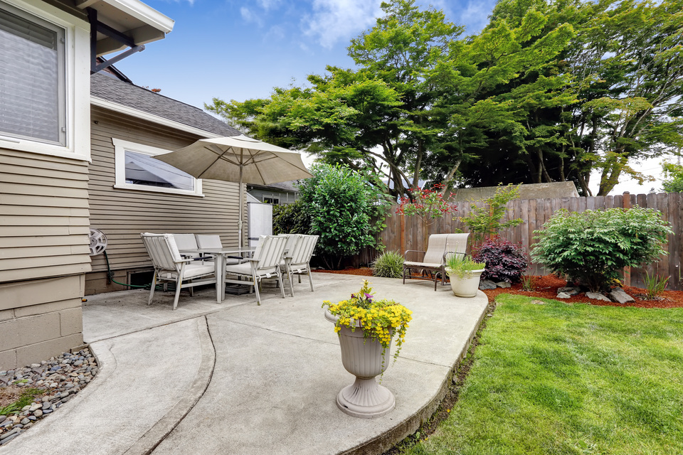 042137105-backyard-patio-area-and-backya