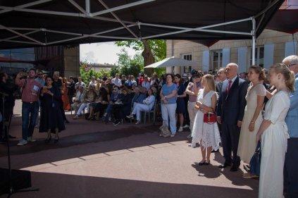 jean nouvel art russe grand opening saint emilion crowd