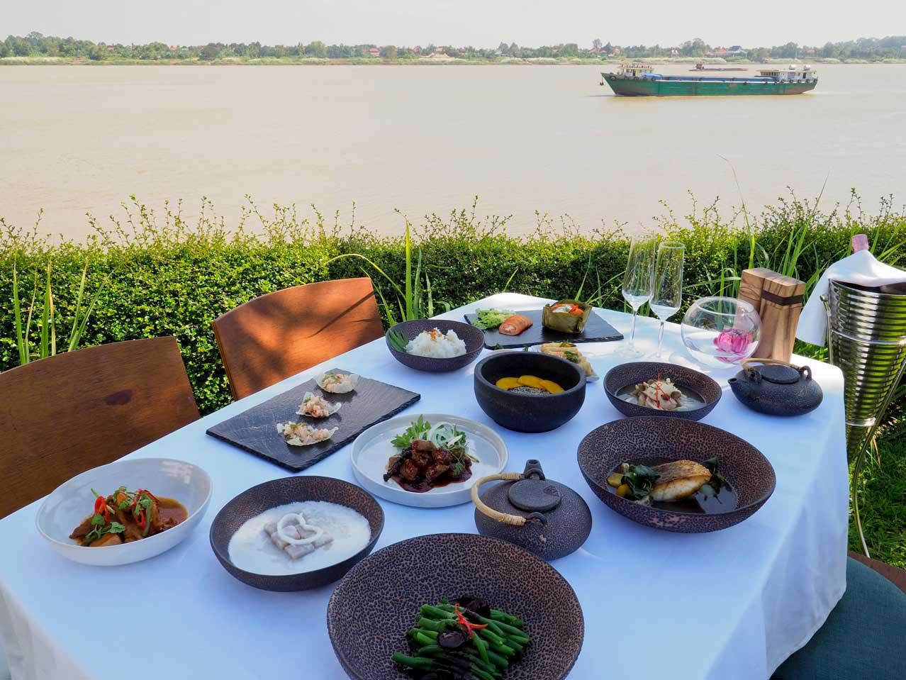 the bale phnom penh cambodia mekong dinner