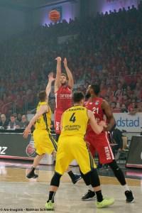 DE - BBL - Chris Kramer - EWE Baskets Oldenburg - Action