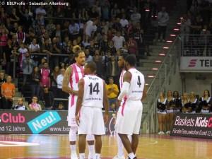 Champions League - Telekom Baskets Bonn - Team auf dem Court