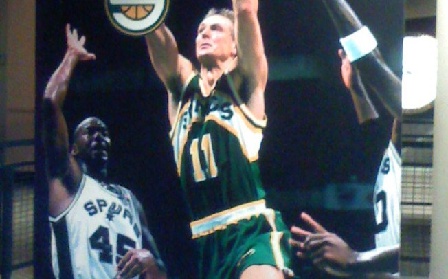 Detlef Schrempf – Ein Blick auf den deutschen NBA Star der 90er
