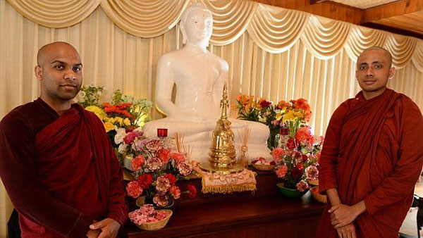 Sri Lankan monks donate blood from Narre Warren North base