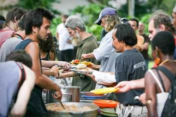 Los Angeles considering proposal to ban feeding homeless people in public