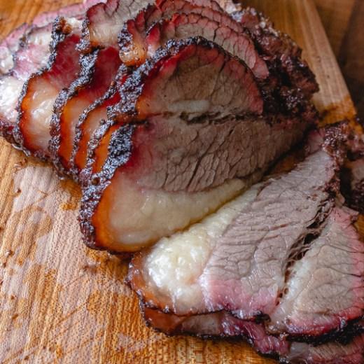 Brisket ear, hot & fast van de BBQ