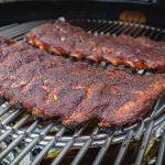 Langzaam gegaarde kalfs spareribs van de barbecue