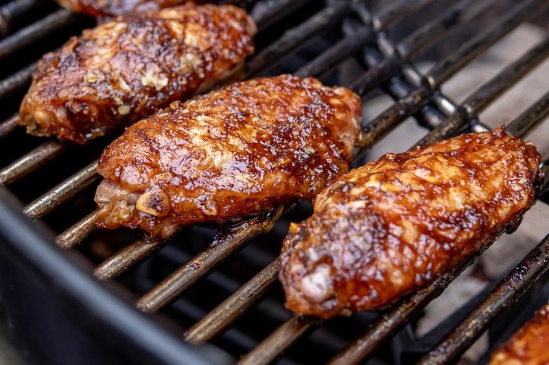 Hoisin kippenvleugels op de BBQ