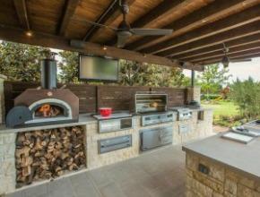 Outdoor Kitchen Equipment - Luxury In Your Back Patio