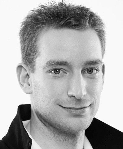 Porträtfoto Rudi Nastl, Kurzhaarschnitt, lächelndes Gesicht, Mann