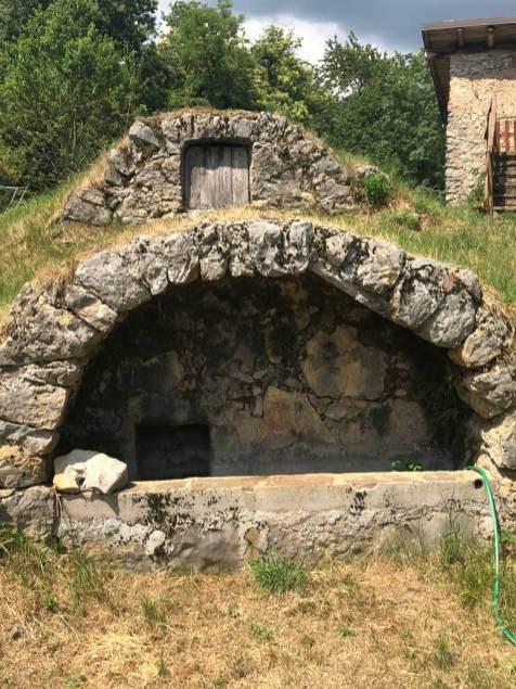 Abbeveratoio naturale restaurato situato in malga